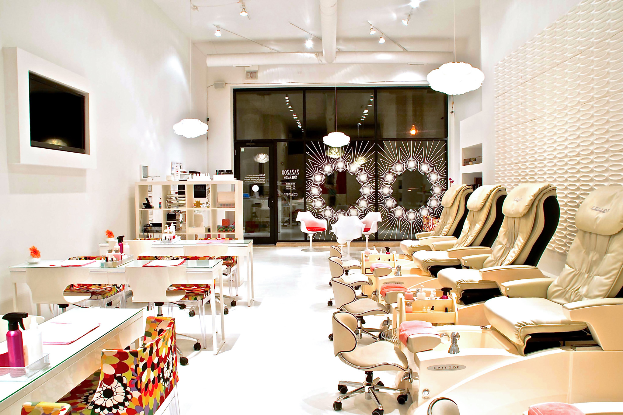 Nail salons in Chicago for manicures, pedicures and nail art