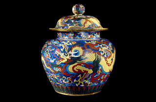 (Cloisonné enamel jar and cover with dragons. Metal with cloisonné enamels, Xuande mark and period (1426-1435), Beijing. © The Trustees of the British Museum)