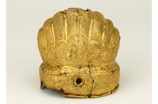 (Head ornament. Gold. About 1400–50. Nanjing or Beijing. © Trustees of the British Museum)