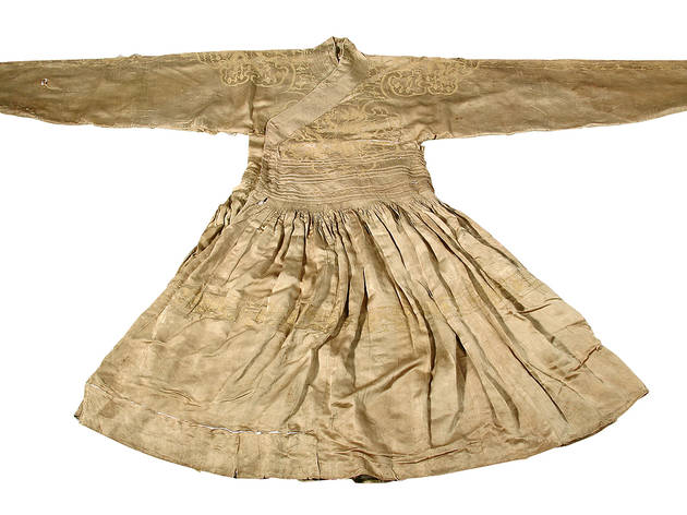 (Ming prince's 'dragon robe'. Silk, c. 1389. Excavated from the tomb of Zhu Tan (1370-1389), Prince Huang of Lu at Yanzhou, Shandong province. © Shandong Museum)