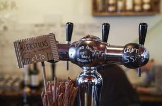 London Beer Dispensary (© Kim Lightbody)