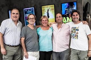 Ventura Pons amb tot l'equip del cinema