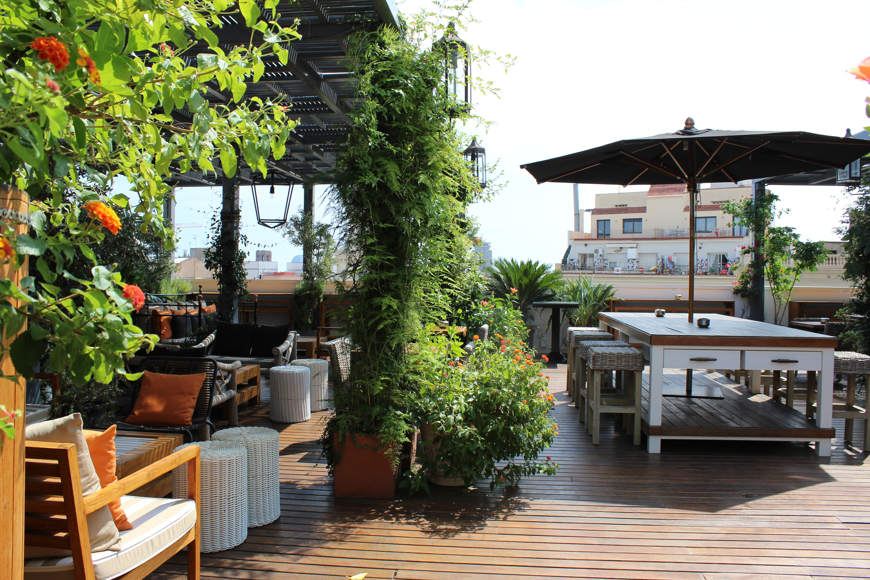 Barcelona rooftop bars drinks with a view for Hotel the terrace
