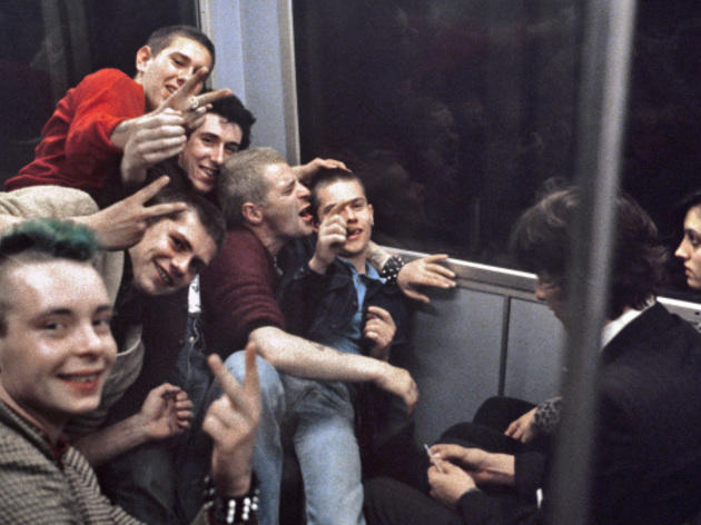 52 vintage photos of Underground life by Bob Mazzer