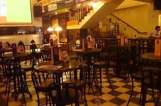 Soho English Pub happy hour