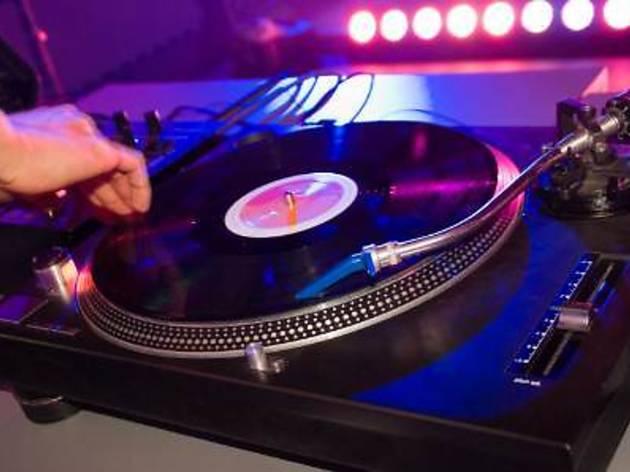 DJ Rebecca at Mois