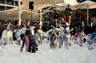 Hard Rock's Special kids foam party