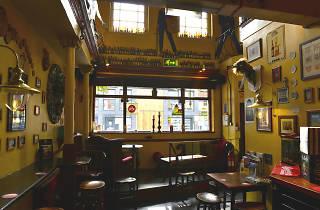 Fringe, Manchester, Interior