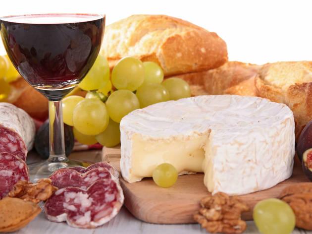 queso y vino francés