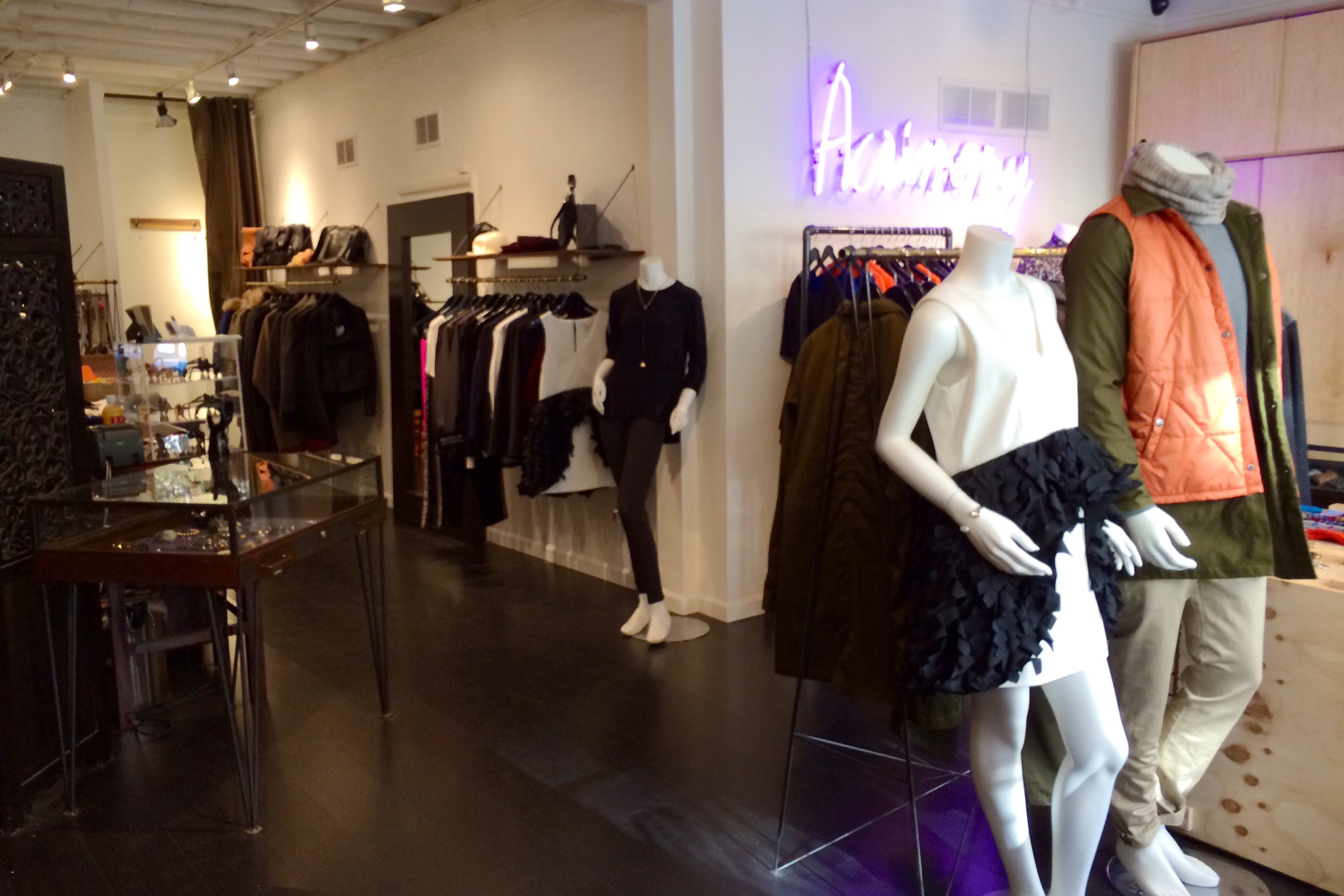 Apr 07, · The Nine Best Women's Clothing Boutiques In SF by Jay Barmann in Arts & Entertainment on Apr 7, pm In the past SFist has highlighted cool local fashion labels, vintage stores, and the best places to buy a men's suit.