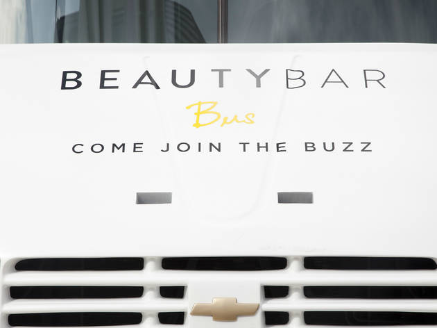 Uñas: Beauty Bar Bus