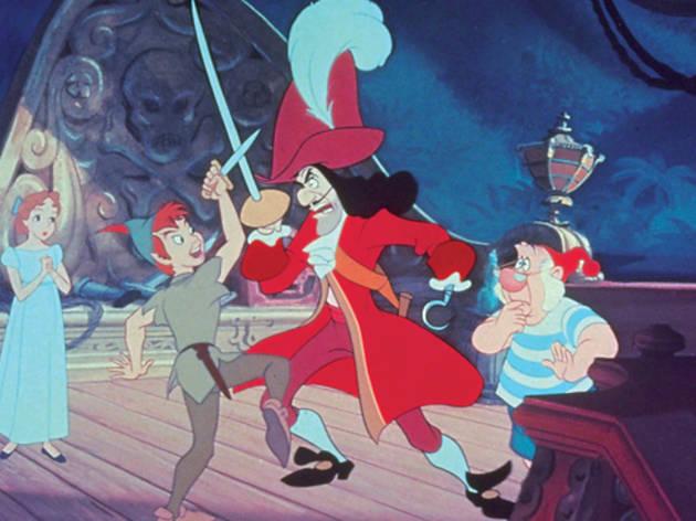 <p>La historia del niño que se rehusaba a crecer y su rivalidad con el Capitán Garfio y su banda de piratas es un clásico. Parece mentira que uno de los personajes secundarios de esta cinta es uno de los más queridos por las niñas actualmente, nos referimos a Campanita, quien ya cuenta con sus propias películas y series de televisión.</p>