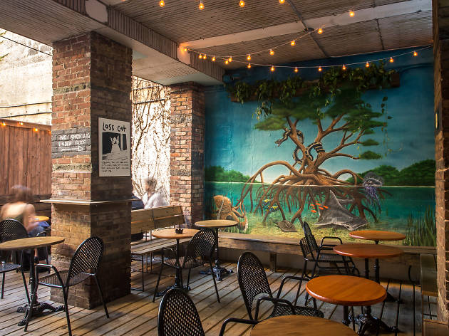 The NYC walking tour of cool outdoor drinking spots in Williamsburg