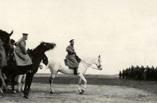 (The Tzar Nicholas II inspecting the troops in Khotin in 1915)