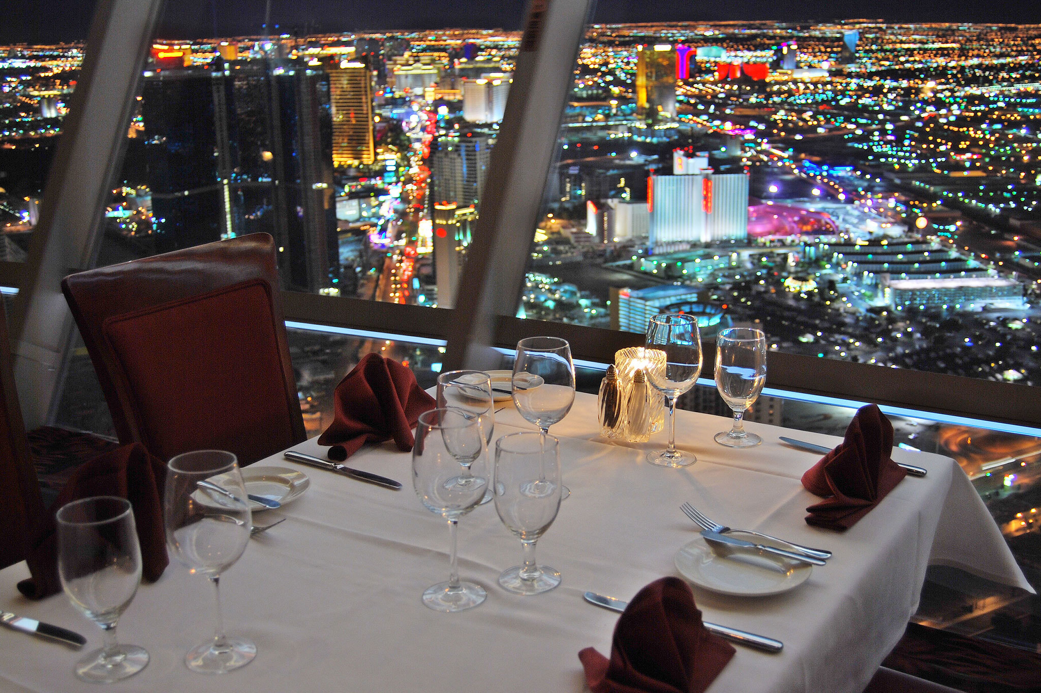 Top of the world restaurants in stratosphere las vegas for Special hotels in the world