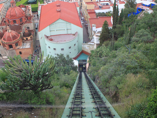 METRÓPOLIS. Funicular