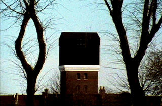 ( John Smith, 'The Black Tower', 1985-87 / Courtesy de l'artiste et de La Galerie centre d'art contemporain, Noisy-le-Sec )