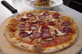 Mont Calzone Pizza & Pasta
