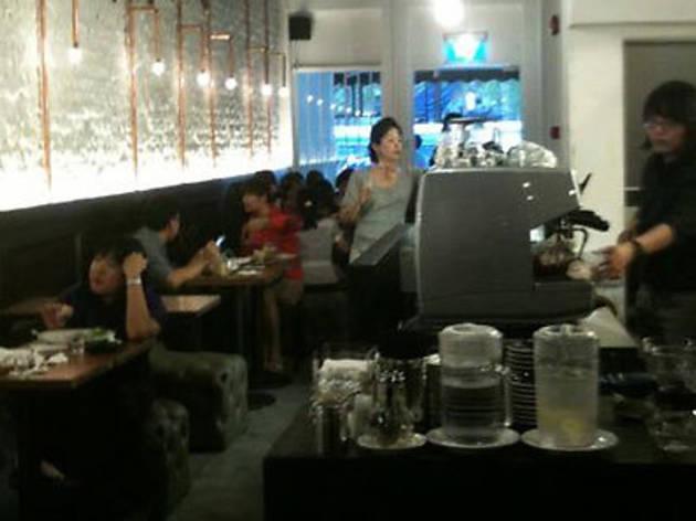 Maison Ikkoku café