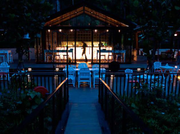 Nosh Restaurant and Bar