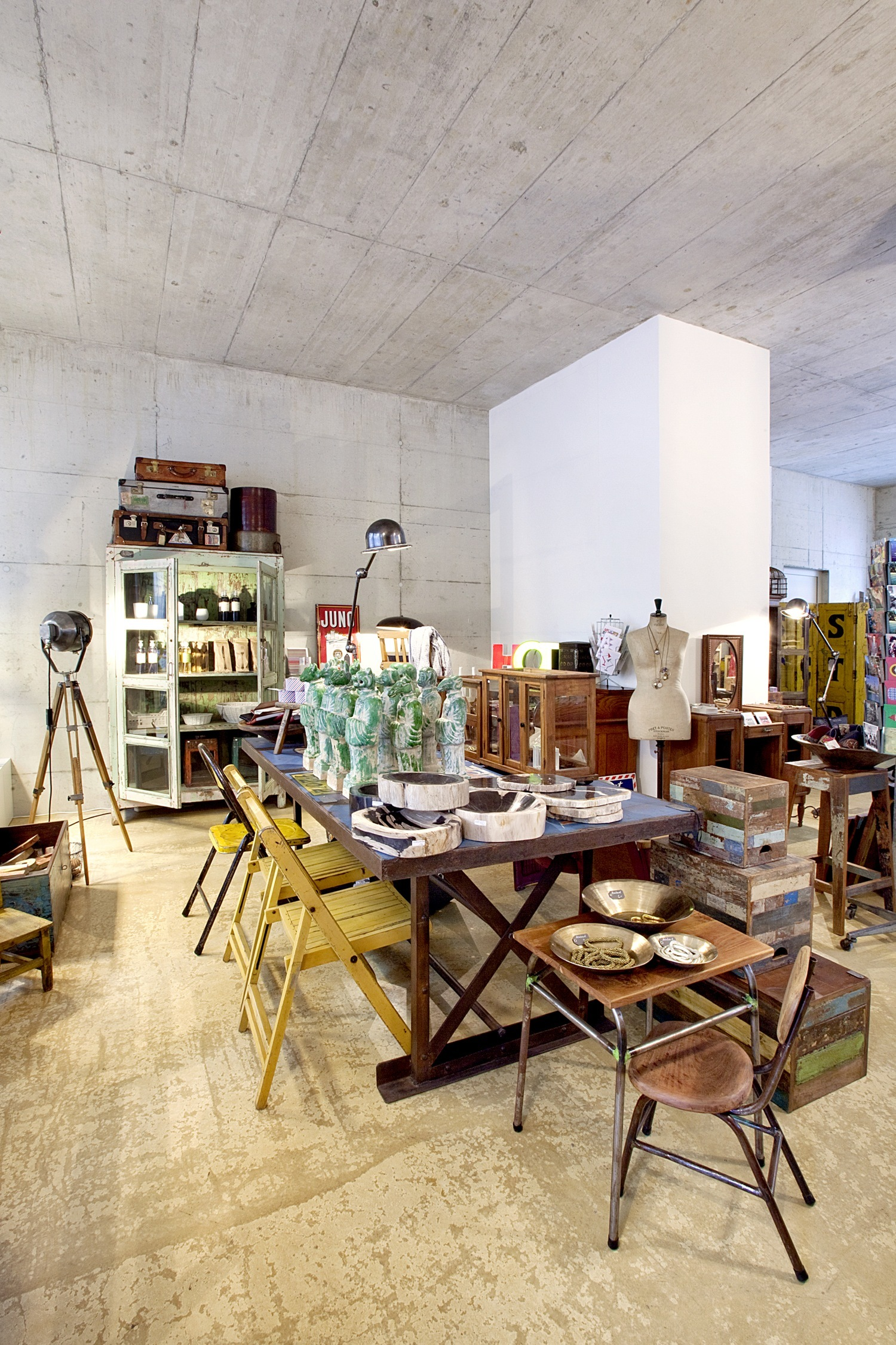 Einzelstück is a vintage home design store in Zurich