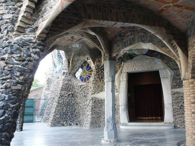 Exterior Cripta de la Colònia Güell
