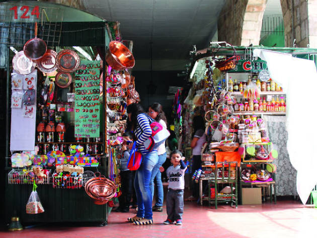 METÓPOLIS: Mercado de dulces y artesanías
