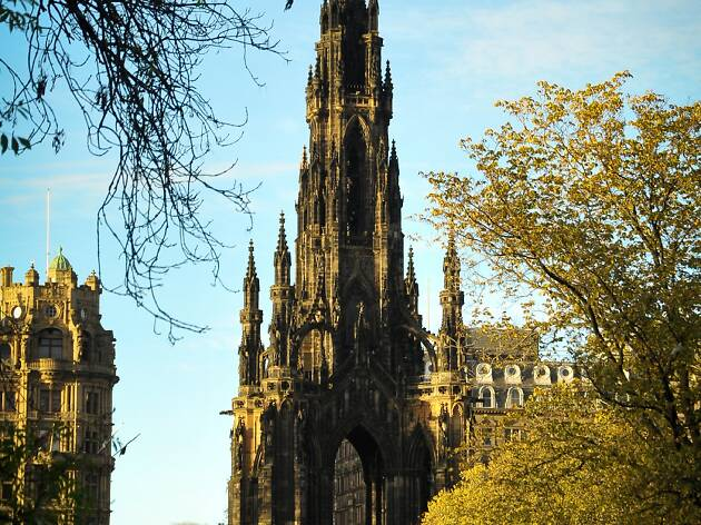 Scale the Scott Monument