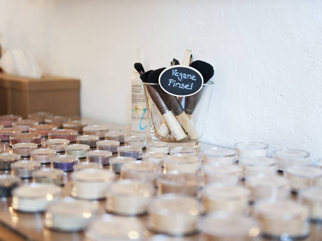 Pretty and Pure make up and cosmetic shop, organic and vegan, Zürich