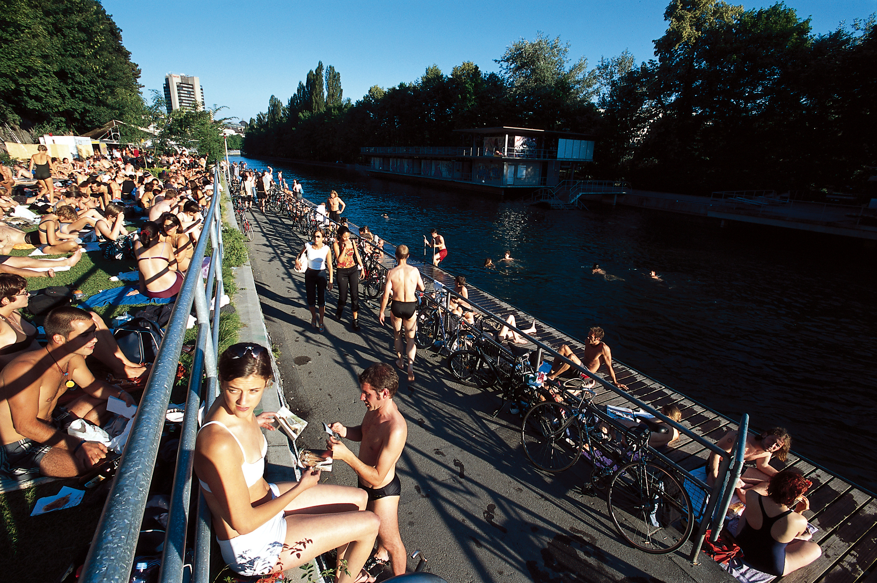 Flussbad Oberer Letten Outdoor Swimming Zurich
