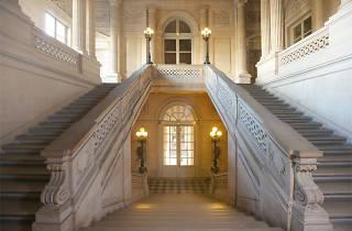 (Escalier d'honneur du Palais de Conti / © Gilles Targat)