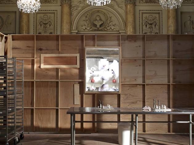 (Paul McCarthy, 'Chocolate Factory' / Monnaie de Paris / © Marc Domage / Courtesy de l'artiste et galerie Hauser & Wirth )