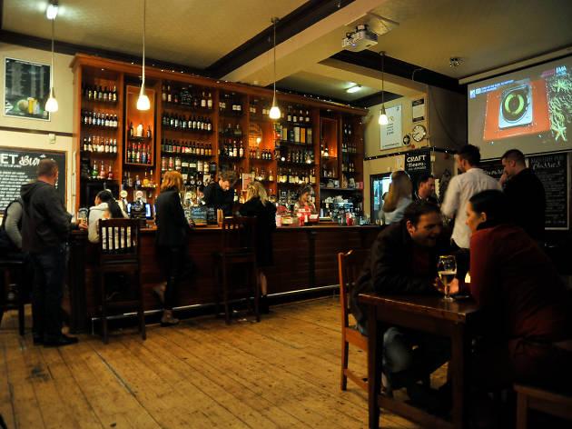 Footlights Bar & Grill