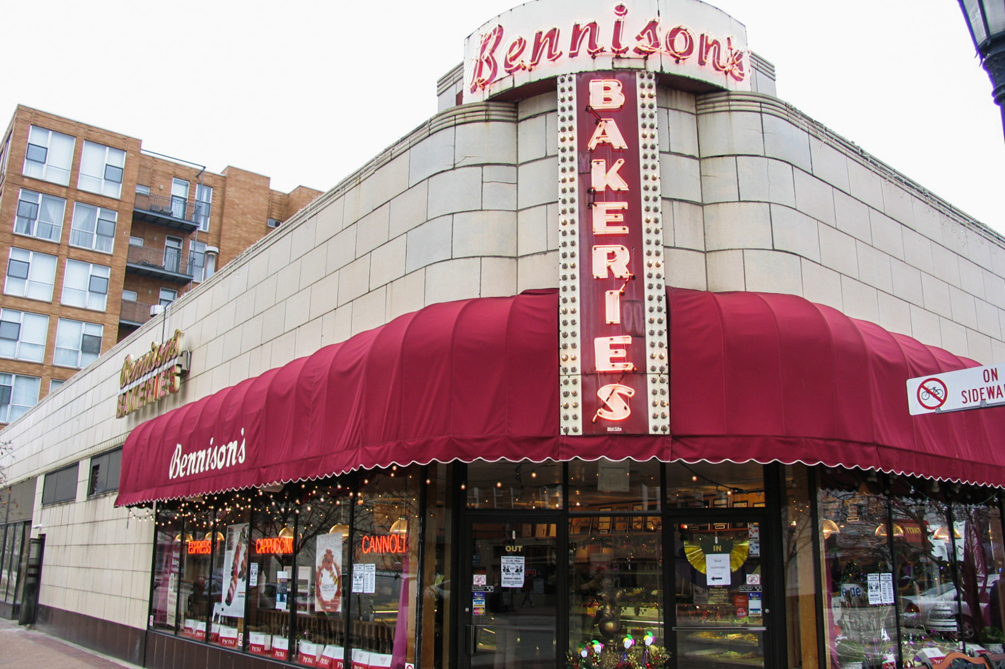 Bennison's Bakery, bakery, sweets, cakes, chi_fd_bennisonsbakery_1014