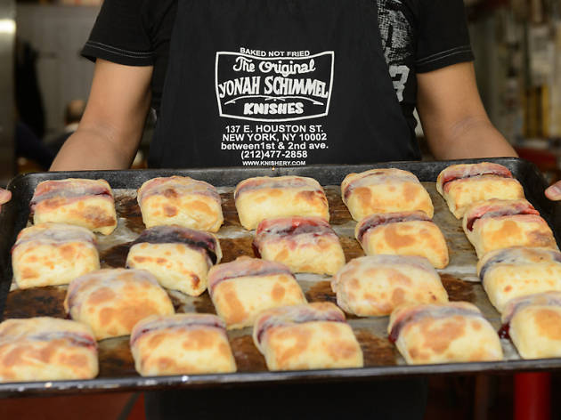 62 cheap eats in nyc that you must try yonah schimmel knish bakery forumfinder Image collections