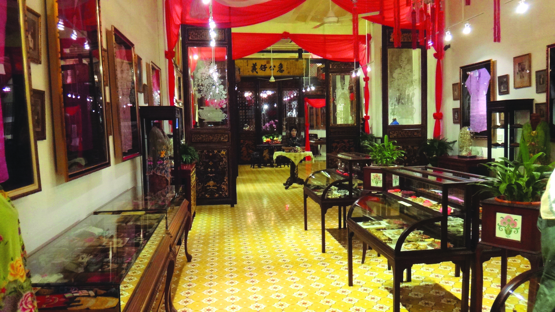 Discover Peranakan jewellery at Straits Chinese Jewellery Museum