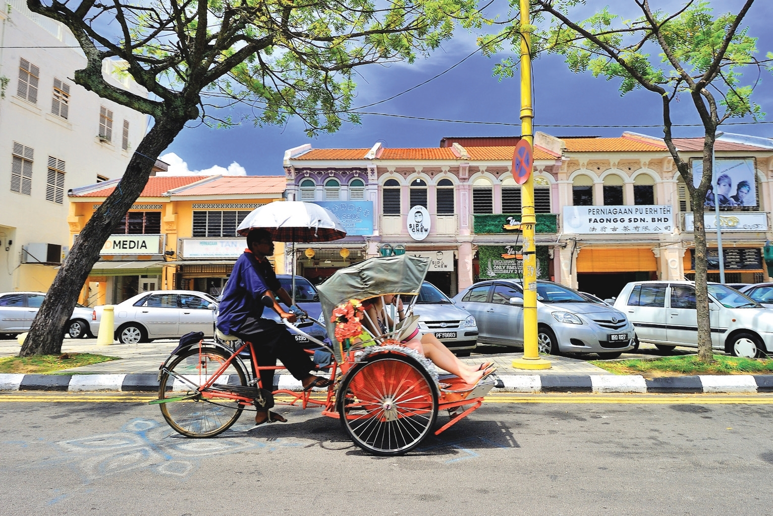 Enjoy a trishaw tour of George Town