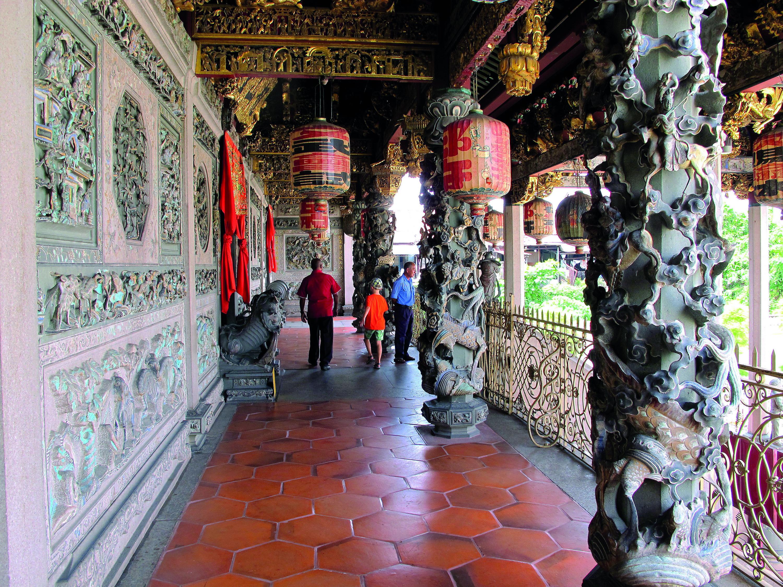 Khoo Kongsi carved columns