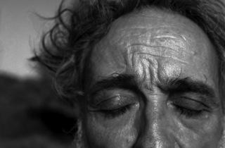 (Alberto García-Alix, 'Autorretrato en Formentera', 2010 / © Alberto García-Alix)