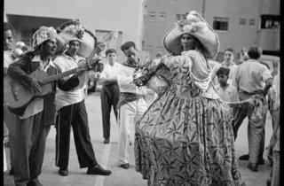 (Carlos Cruz-Diez, 'La Burriquita', El Silencio, Caracas, Venezuela, 1952 / © Carlos Cruz-Diez)