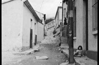 (Carlos Cruz-Diez, 'Cristo al revés', quartier La Pastora, Caracas, Venezuela, 1949 / © Carlos Cruz-Diez)