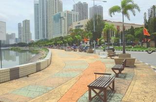 Gurney Plaza