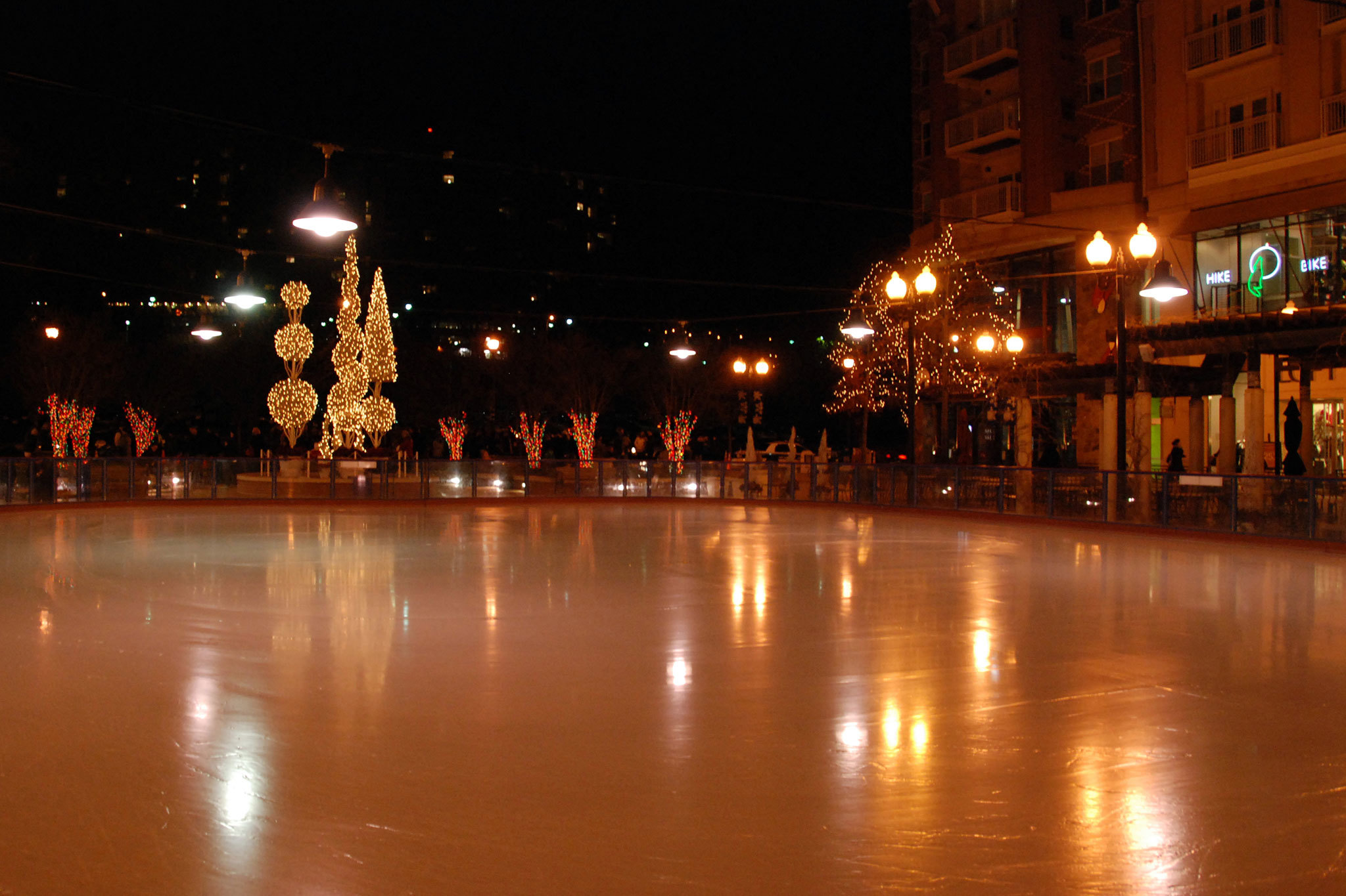 Ice-skating rinks in DC, including indoor and outdoor rinks