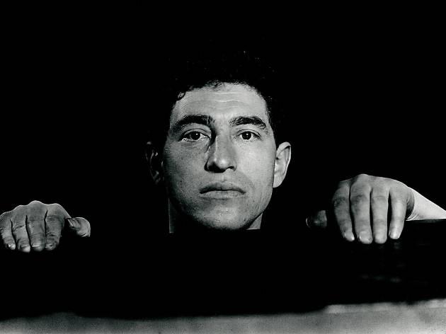 (Jacques-André Boiffard, 'Alberto Giacometti', vers 1930 / Photo : © Centre Pompidou, MNAM / CCI, Dist. RMN-GP / image Centre Pompidou, MNAM / CCI / © Mme Denise Boiffard)