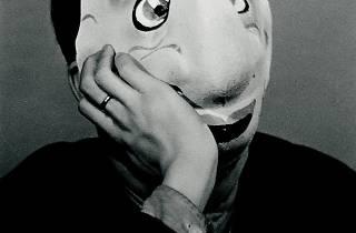 (Jacques-André Boiffard, 'Masque de carnaval [porté par Pierre Prévert]', 1930 / Photo : © Centre Pompidou, MNAM / CCI, Dist. RMN-GP / G. Meguerditchian / © Mme Denise Boiffard)