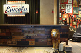 Hotel Lincoln Holiday Vintage Pop-Up