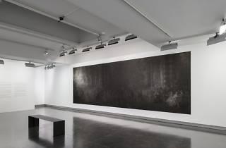 (Vue de l'exposition de Dirk Braeckman / © Martin Argyroglo / LE BAL)