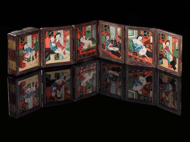 (Wood and glass pillow book with twelve pictures painted on glass, complete with a mirror, Japanese © Science Museum, London)