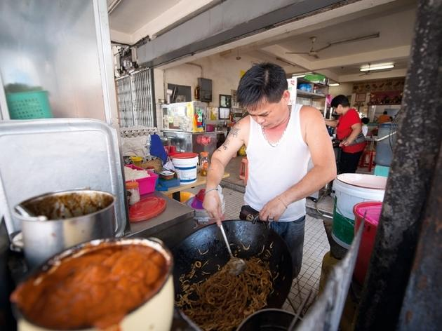 Char koay teow seller, Taman Emas coffee shop, Jalan Gottlieb