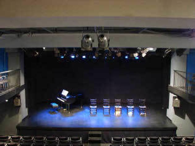 Ve al teatro por 1 50 euros for Sala muntaner barcelona